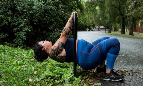Drag-övningar förebygger gamnacke och ger en stolt hållning.
