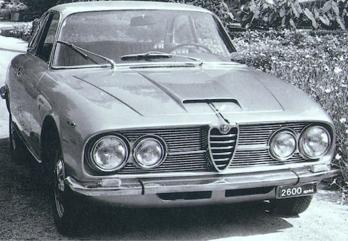 Alfa Romeo 2600 Sprint – med rak sexa.