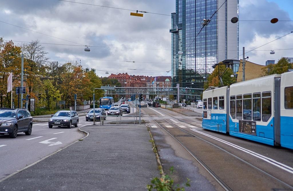 Politikerna ska bo på hotellet Gothia Towers, mitt i centrala Göteborg, och sedan köras med bil till Hisingen.