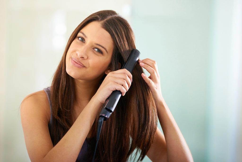 Håret håller formen extra länge om du låter varje slinga svalna helt innan du går vidare med stylingen.