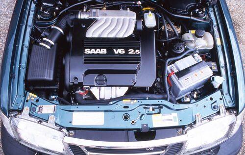 Från GM hämtades en ny V6-motor på 2,5 liter. Det här var den första sexcylindriga motorn någonsin i en Saab, om man inte räknar med Monstret.