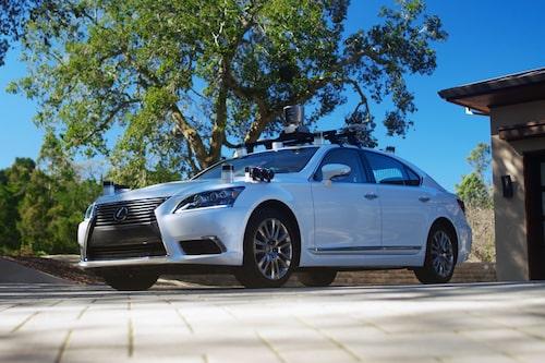 Toyota pausade sina självkörande testbilar i samband med dödsolyckan med Ubers bil.