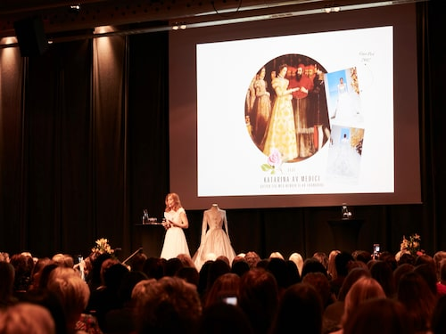 Martina Bonnier snackade brudklänningshistoria på scen.