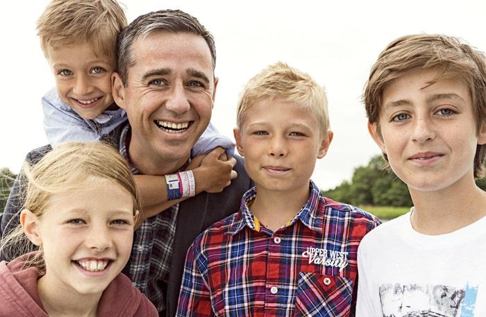 Sèbastien Boudet med egna barnen och bonusbarnen: Hugo, Alva, Malte och Oliver.
