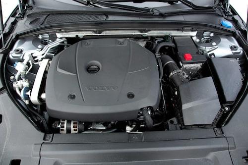 Med bensinmotorn går en del av bottendraget från dieseln förlorat, men inte riktigt i så stor utsträckning som man skulle kunna tro.