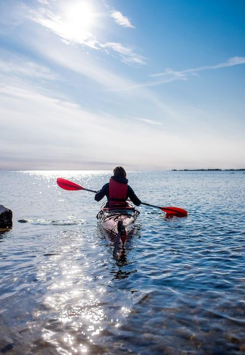Under en härlig paddeltur kan ni upptäcka Ålands många öar.