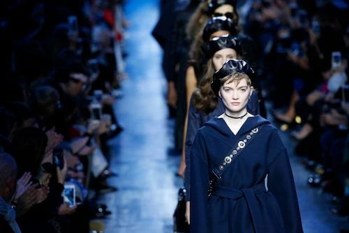 Modeller på Diors catwalk under Paris modevecka i våras.