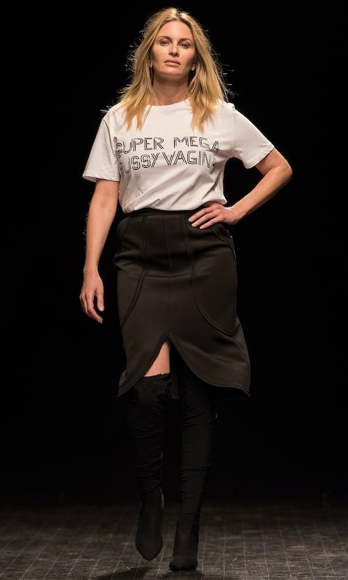 Carolina Gynning i Ida Klamborns omtalade t-shirt från modeveckan i våras.