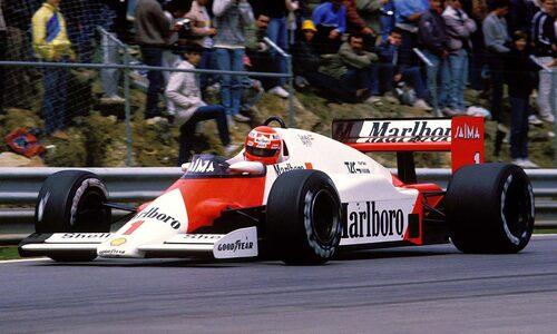 McLaren MP4/2B under ett lopp 1985. Motorn i denna bil tar alltså plats i Lanzantes ombyggda 930 Turbo.