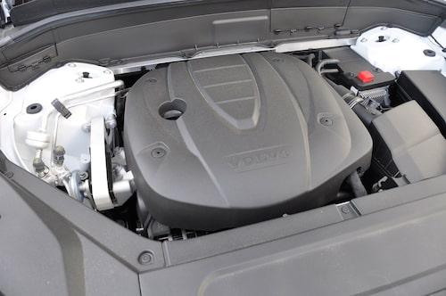 D4-motorn på 190 hk finns med både fram- och fyrhjulsdrift, den senare får ett tungt lass att dra på med fullastad bil.