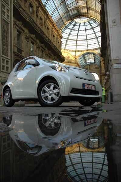 Chica IQ passar bra utanför Milanos klassiska galleria, men lillbilen fixar även långfärder.