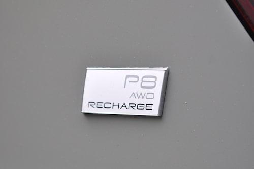 Dubbla elmotorer ger fyrhjulsdrift AWD, Recharge är samlingsnamnet för elektrifierade Volvo-bilar.
