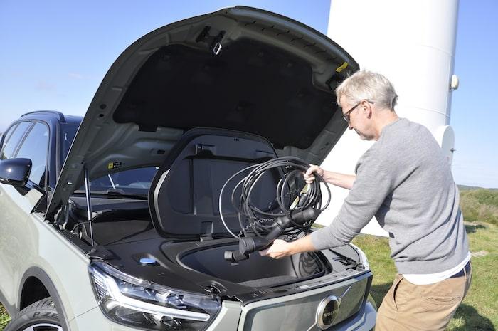 Det främre bagageutrymmet rymmer 31 lastliter. Bra ställe att stuva undan den oumbärliga sladden.