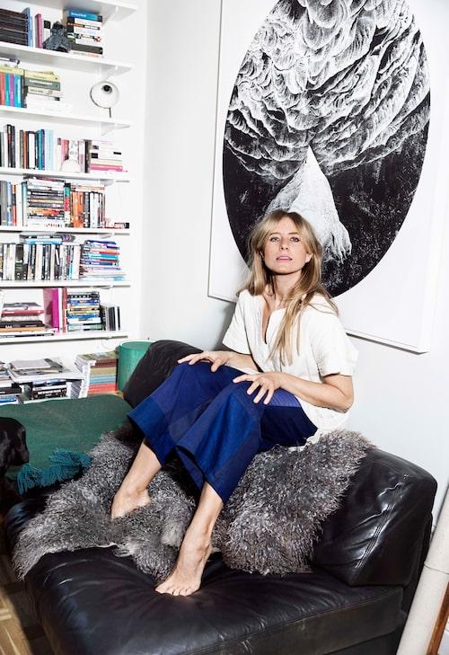 """""""Lisa Corneliusson är grundare av sajterna Make It Last och Space Matters, här i tunika från Isabel Marant fyndad på Ebay."""""""