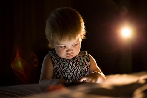 Att överhuvudtaget prata om skärmtid är orimligt, anser forskaren Elza Dunkels.