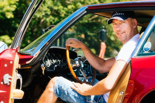 Fredric Gustafsson delar glädjen med Mistral-ägandet.