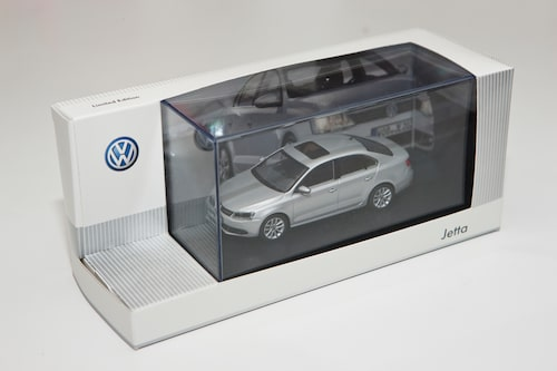 Volkswagen Jetta i skala 1:43.