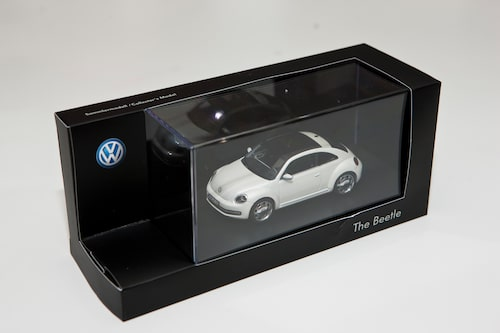 Volkswagen Beetle med panoramaglastak i skala 1:43.