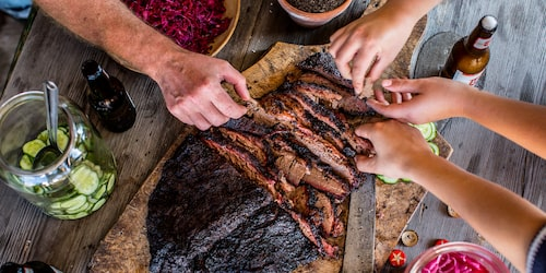 Holy smoke bbq sköter sommargrillen så du kan ta semester från matlagningen.