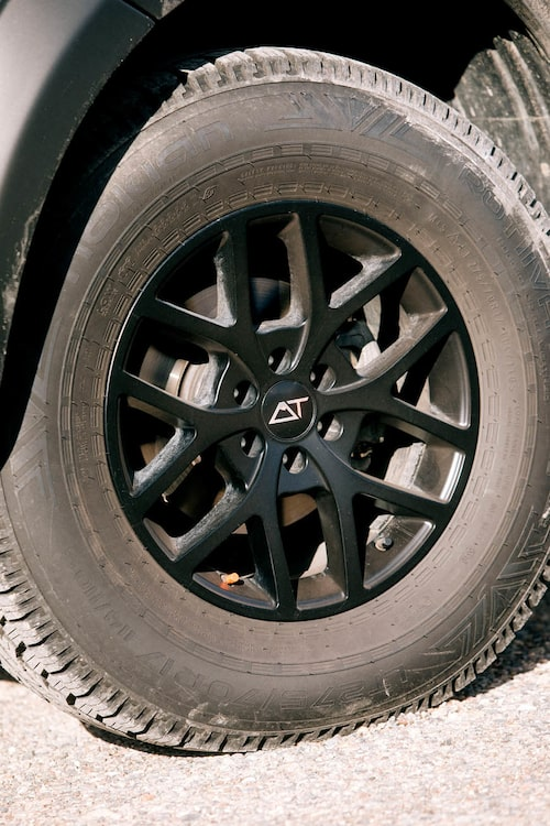 Det är däcken som gör modellen och ger den dess namn. 32 står för hjulhöjden.