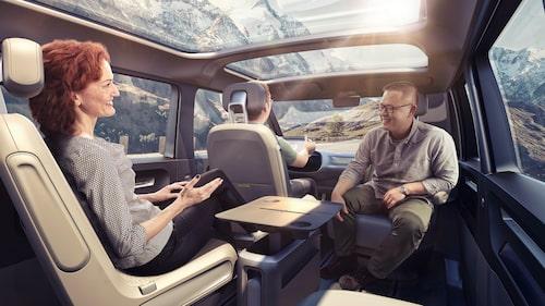 Så här ser det ut inne i konceptbilen. Som en av er besökare påpekade i januari: ingen av passagerarna eller föraren använder bilbälte.