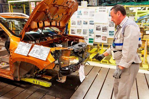 Dacia-fabriken i Mioveni får 300 fler anställda när tempot höjs.