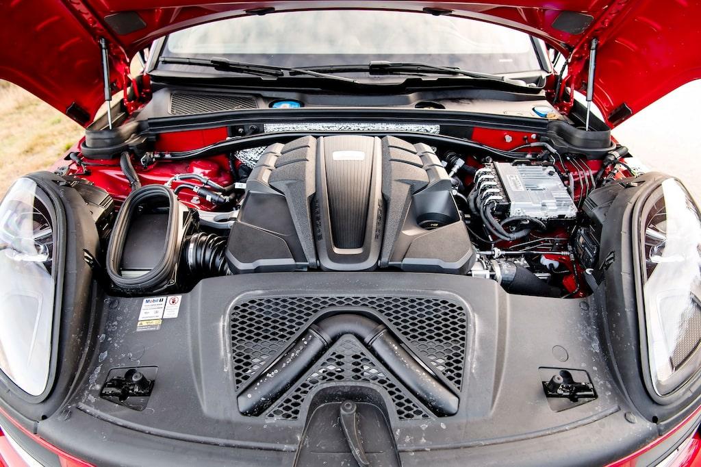 Störst cylindervolym, 2 995 cm3, men lägst totaleffekt, 354 hk, bland testbilarna.