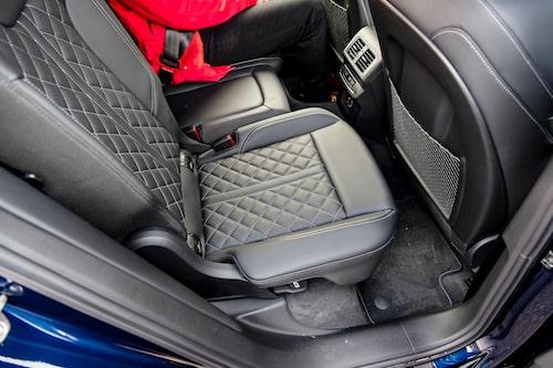 Baksäte Plus är standard för Competition och gör sätena skjutbara i längsled.