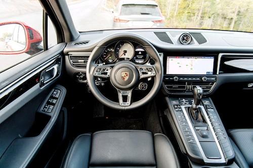 18 700 kronor kostar testbilens adaptiva sportstolar med 18-vägsjustering.