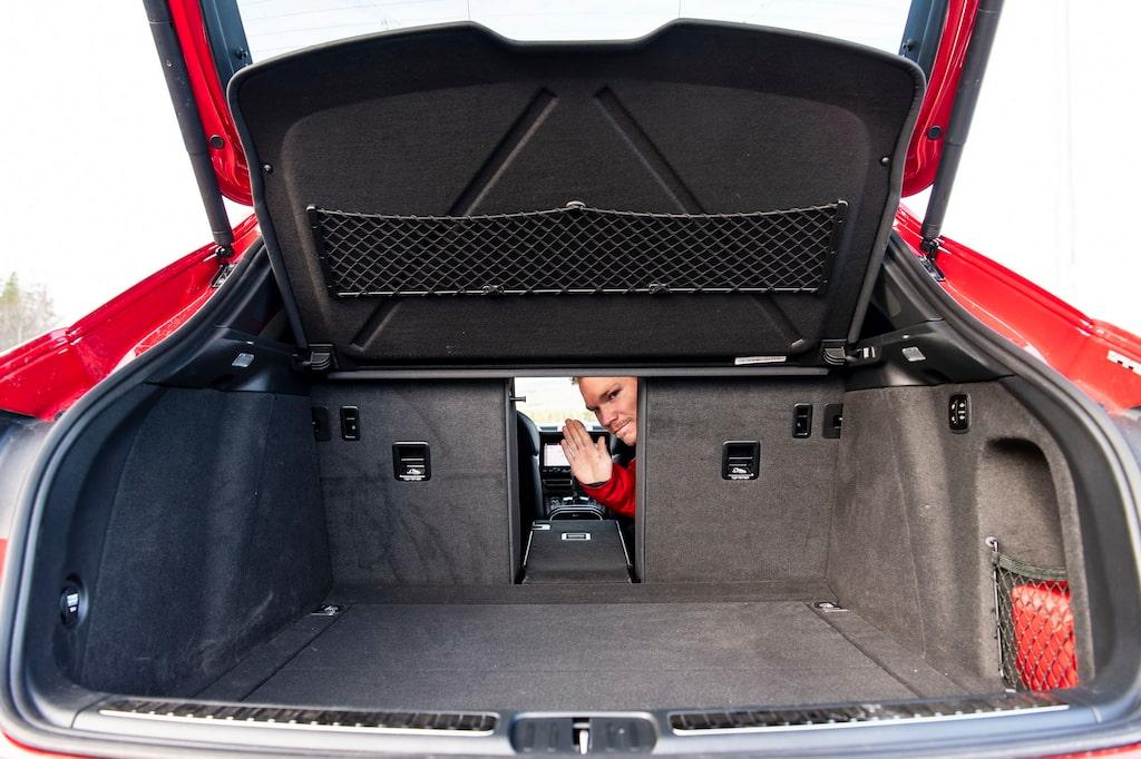 Tredelat baksäte är standard på alla utom en av testbilarna.