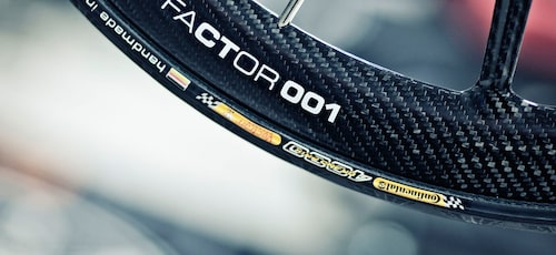 Film och fler bilder på Aston Martins 270 000-kronorscykel via länk under artikeltexten nedan.