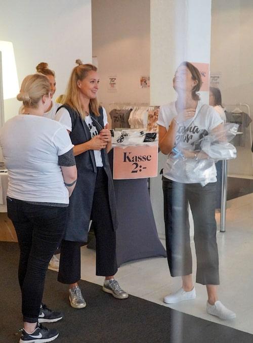 Team mama redo att ta emot kunder! Här: Karin Nordkvist, formgivare, Vendela Zandén, AD, Malin Lundberg Aguilera, chef concept studio, Lollo Bratt, chefredaktör.