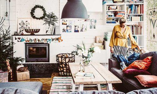 Soffbordet är egensnickrat av furu från barnens farfars skog. Taklampa från Ikea.