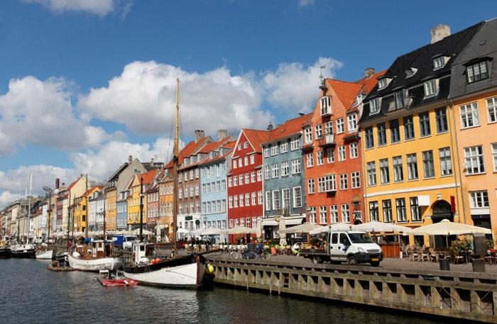 Att strosa i Nyhavn är förstås ett måste.