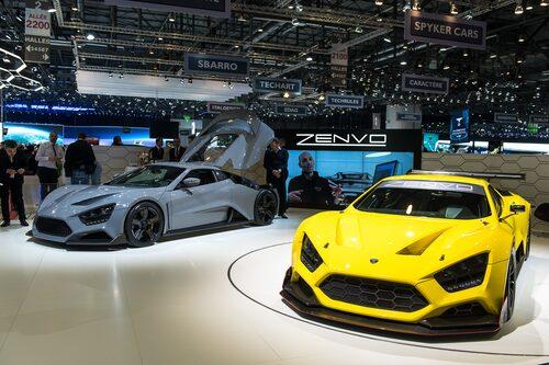 Zenvo TS1 till vänster och Zenvo TSR till höger på Genèvesalongen. TSR är banversionen av TS1.