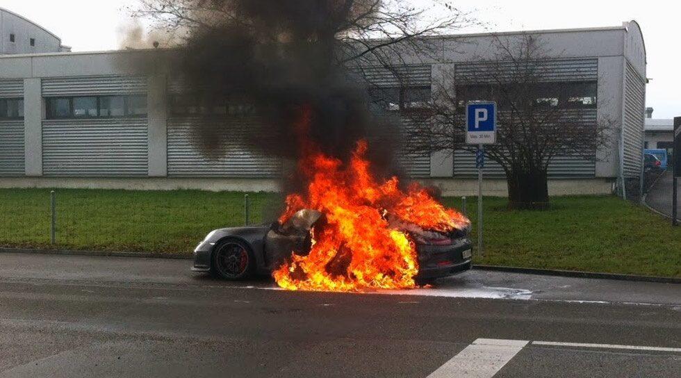 Porsche 911 GT3 brinner