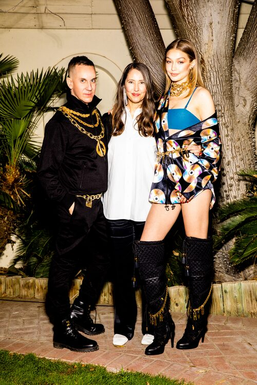 Moschinos kreative chef Jeremy Scott, H&Ms kreativa rådgivare Ann-Sofie Johansson och supermodellen Gigi Hadid på Moschinos fest i Coachella.