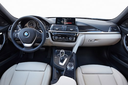 Dagens ägare till BMW 3-serie behöver inte läsa instruktionsboken för att hitta rätt.