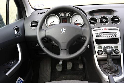 Fint väguppträdande med bra komfort utmärker den starka 308 1,6 Turbo. Dessvärre även det trista växlingslänkaget.