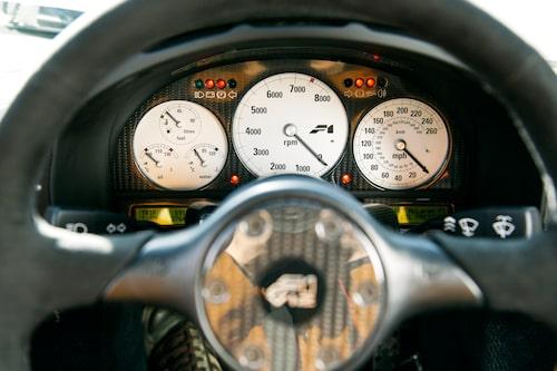 Snygga och tydliga mätare, fast kanske inte just skalan för hastighetsmätaren – som går till 400 km/h.