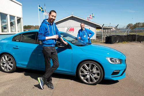 Vår VIP-gäst Tobias Kaufmann har en svår sjukdom (utöver Saab-ägande), men orkade ta sig till Mantorp. När hans Saab gav upp lånade Volvo Polestar ut en S60. Tack för det!