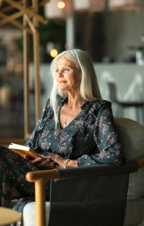 Shama Persson har skrivit boken Kantstött och väldigt värdefull – en självhjälpsbiografi om depression och livsglädje.