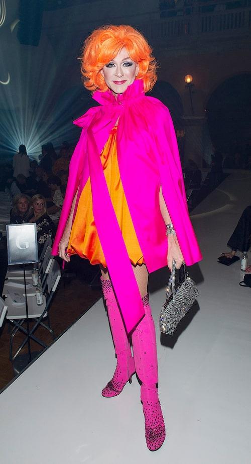 Christer Lindarws fantastiska tolkning av Sara Danius revenge dress, som hon bar på Nobelfesten.