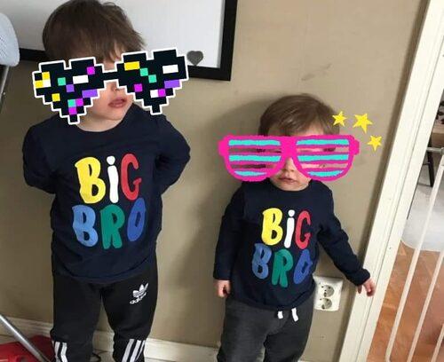 Om du har fler barn, klä på det yngsta en tröja med med passande text och vänta tills någon upptäcker det!