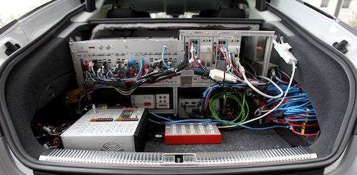 Datorn på bilden är endast utvecklingsversionen, den verkliga datorn är lika liten som en surfplatta.