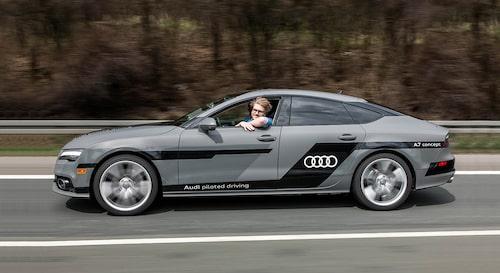 Jack kör på helt egen hand i hastigheter upp till 130 km/h.
