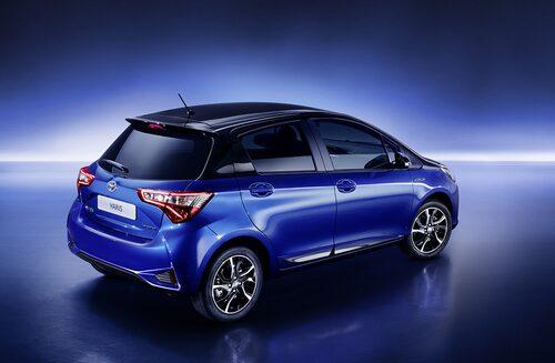 Inte helt olik en Hyundai sett till bakljusen. Lite Aud A1-vibbar får man också.