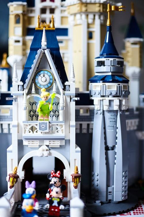 """Roy och hans partner älskar att bygga med lego ihop. """"Det här magnifika sago-slottet har vi byggt till min sambos brorsdotter som present."""""""