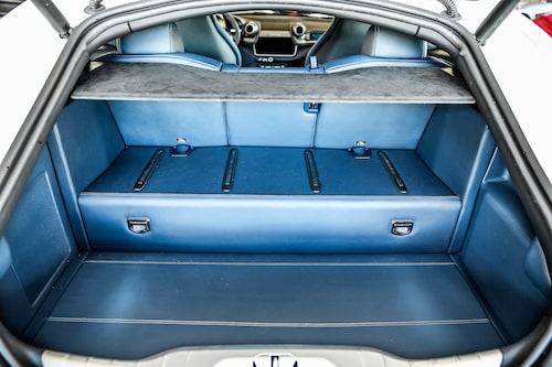 450 liters bagageutrymme är klart godkänt för att vara en supersportbil med familjeambitioner.