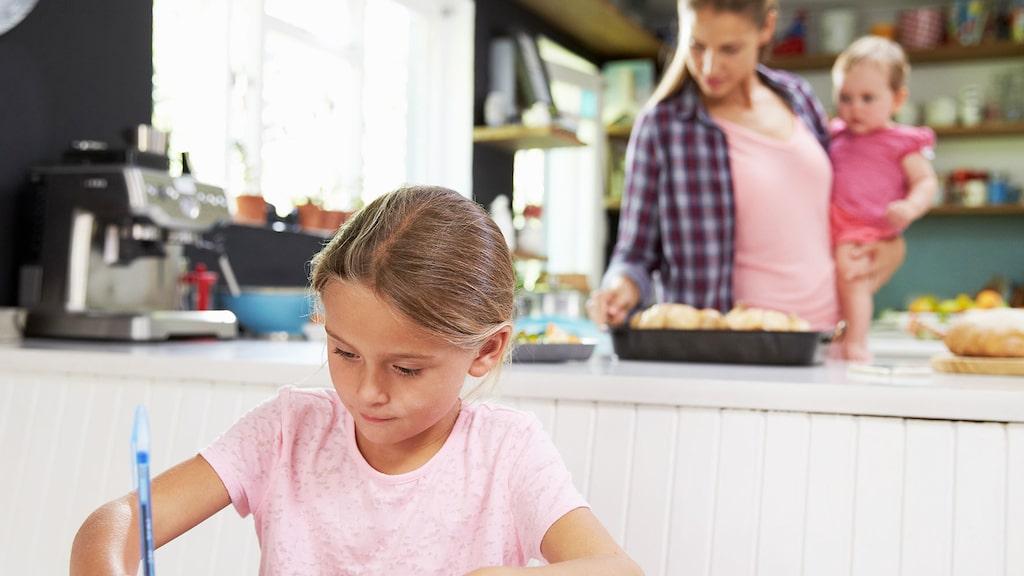 Kock, servitris och lärare är bara några av alla erfarenheter du kan lägga till på CV:t som mamma.